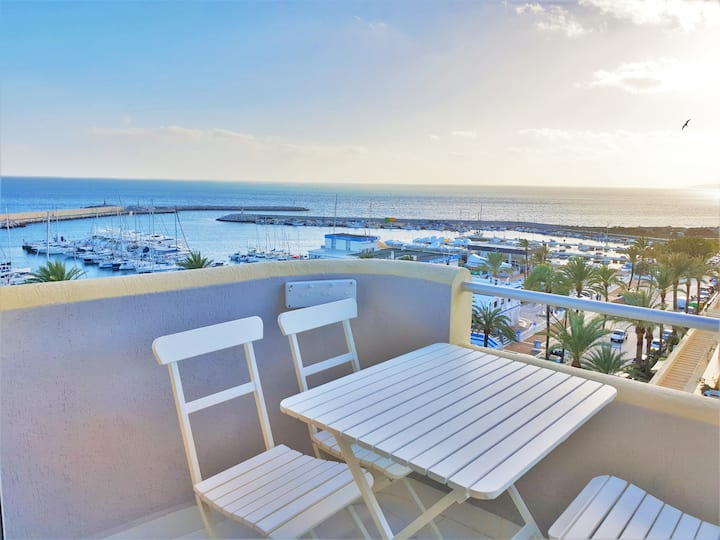 FABULOUS APARTMENT IN FRONT TO THE SEA & MARINA