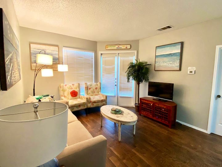 Entire Condo w/ Kitchen: One block from the beach