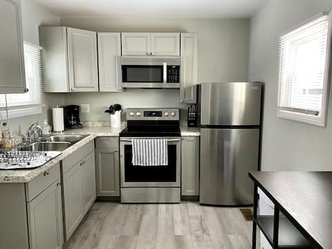 Newly Renovated Studio - South Marketview Heights!