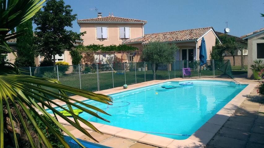 un pied à terre avec piscine à 2 pas de Toulouse!