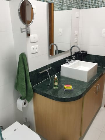 Bathroom cabinet with granite imported from Guatemala, plugs with 110V (4), mirror lens and hair dryer.