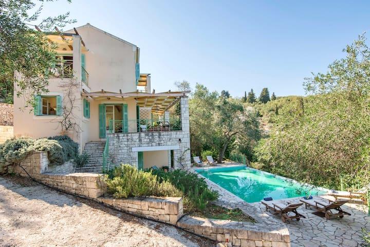 Villa Manti, modern holiday home by the sea, Paxos