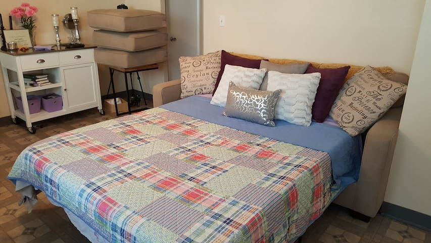 Affordable clean safe stay in the heart of Waikiki - Honolulu