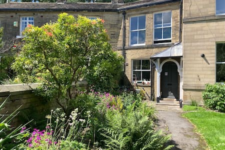 Cosy stone cottage retreat near Saltaire