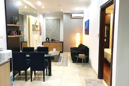 1BR Spacious, homy, clean, hotel-like room (64 m2) - Kebayoran Lama - Lejlighed