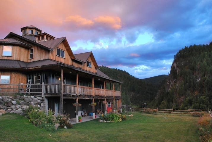 Carlson Canyon Ranch (Trombetta Mountain Room)