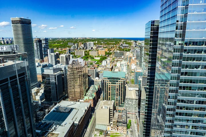Luxury Penthouse 2-Bed 2-Bath in Downtown Core!!