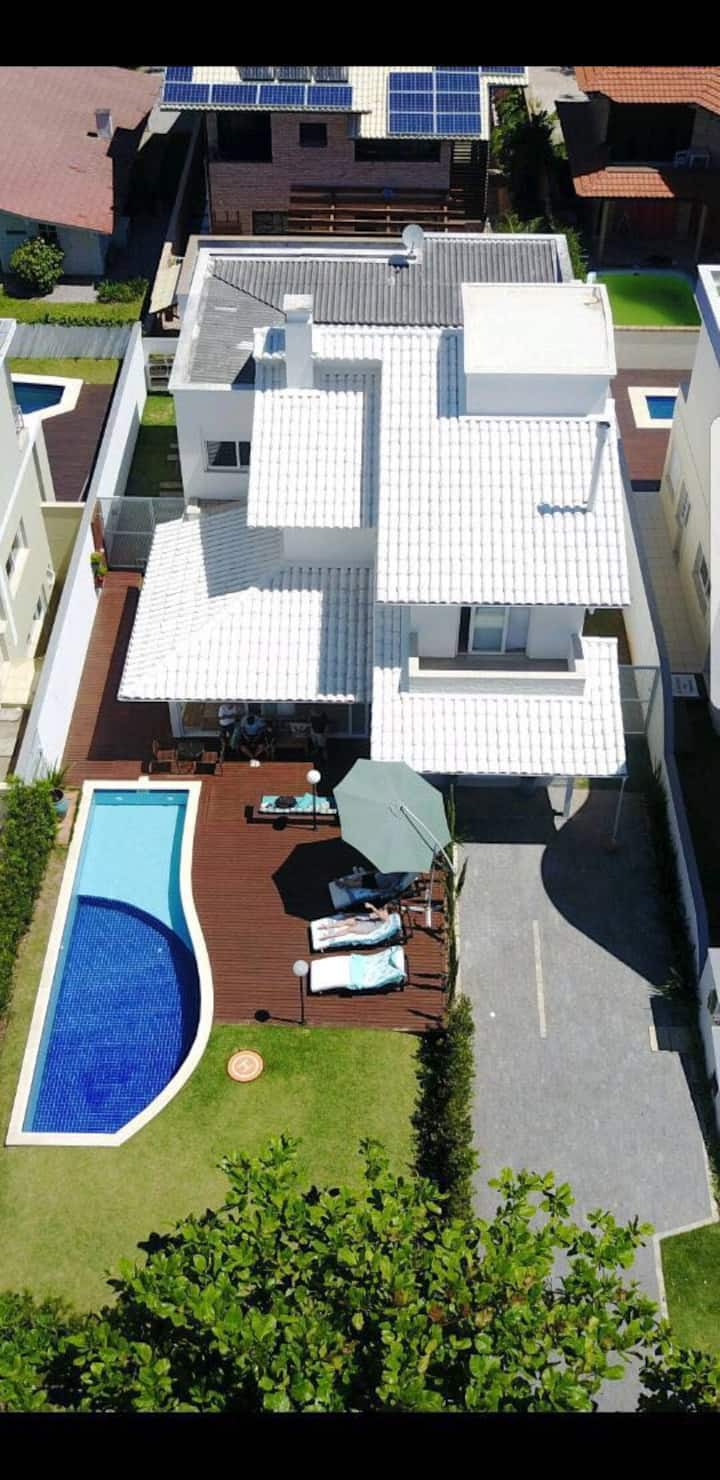 Amazing 5 bdr house - 5 min walking from the beach