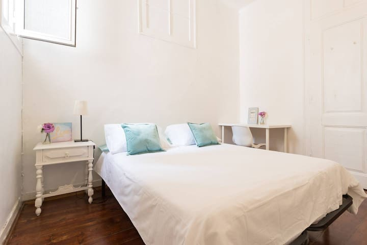 Double room in central Lisbon
