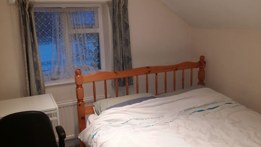 Nice bright double room for Single/Dbl Occupancy