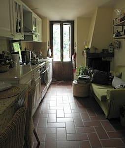 Grazioso rustico immerso nel verde - Scheggino - Apartment