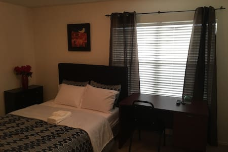 Charming Home with shared bathroom - Richmond
