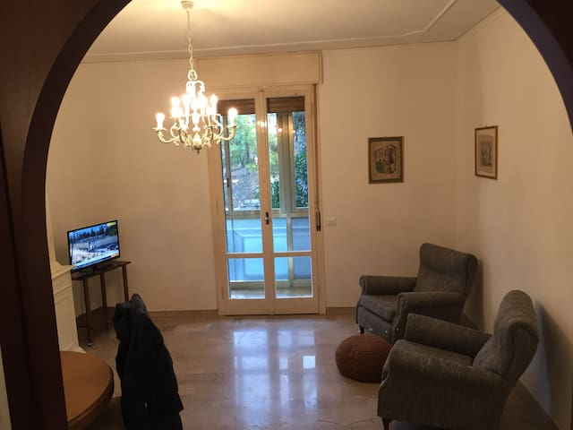 WIFI refurbished & styled apartment in Center RA
