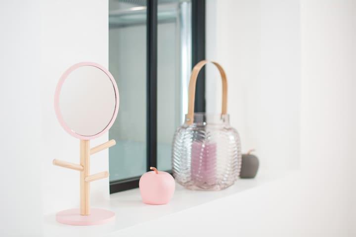 verrière atelier sur mesure pour faire rentrer la lumière dans la salle de bains