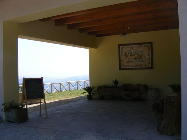Agriturismo Lo Scoiattolo - Montorio Al Vomano - Bed & Breakfast