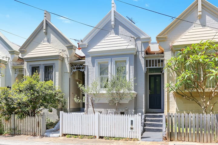 Boutique Newtown Terrace House close to CBD & RPA
