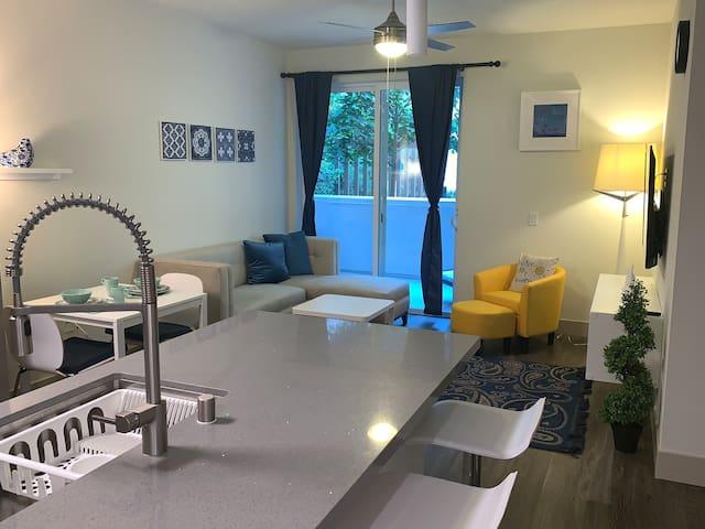 Luxury Apartment In Irvine, Jamboree+ Rooftop pool