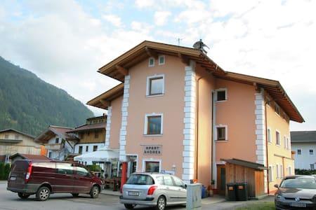 Espacioso apartamento en Uderns cerca de la zona de esquí