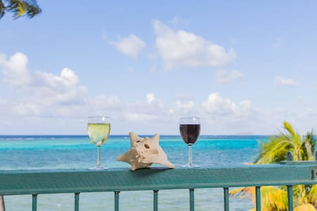 Beautiful condo ON THE BEACH. Breathtaking views!