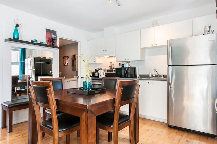 Charming Bungalow Style One Bedroom - Montreal - Apartamento