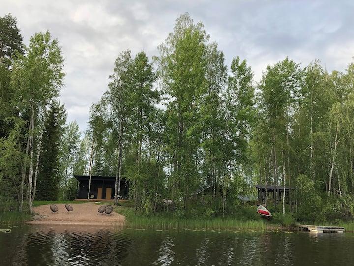 Timola - Kotoisa mökki joenrannassa