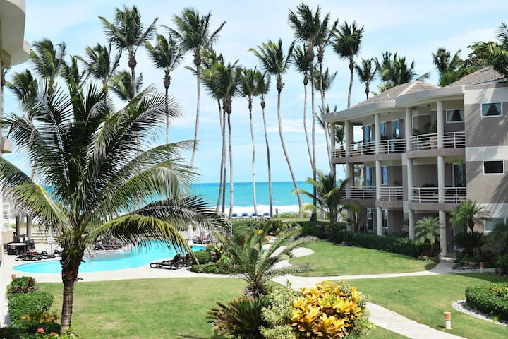 *****Beautiful 2 Bedroom Beachfront Condo