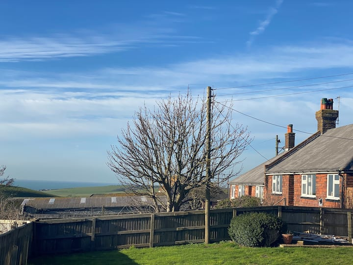 Cosy Hidden Cottage located at Beachy Head