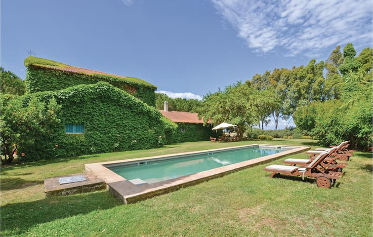 Amazing home in Tarquinia (VT) with WiFi and 6 Bedrooms