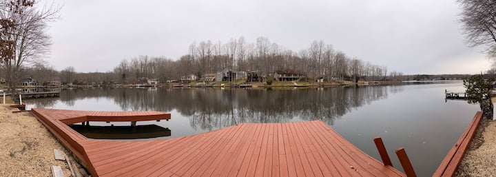 Spacious Lakefront Home: 2MBR, 6br, Canoe/2 Kayaks