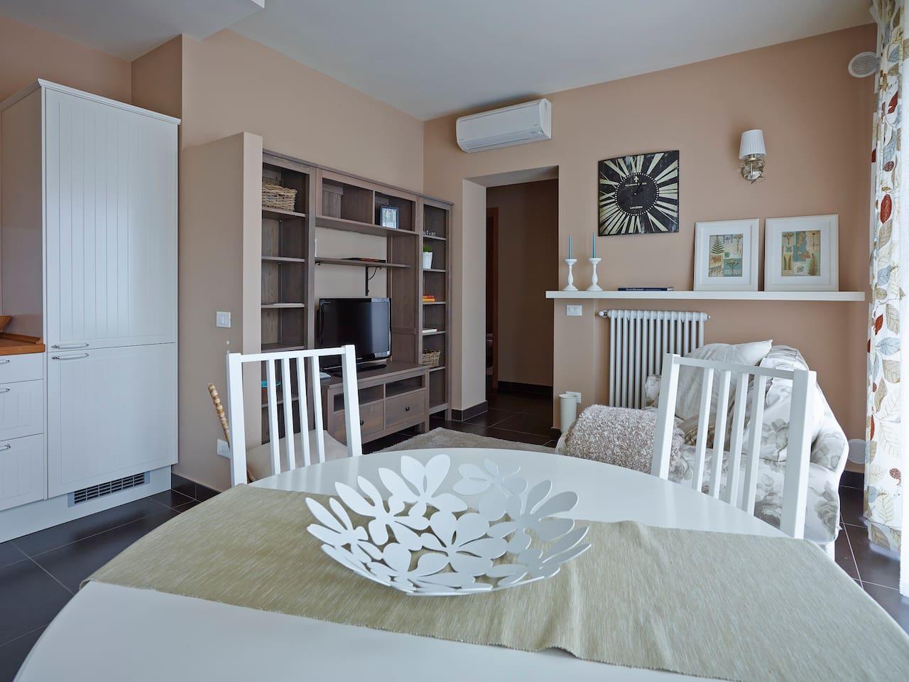 """Luminosità e raffinatezza caratterizzano l'appartamento """"Riso Amaro"""", che nei suoi 52mq racchiude la vera essenza di casa."""