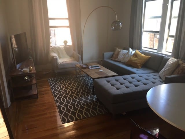 Spacious and sunny prewar apartment. - New York - Wohnung