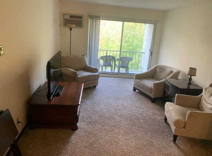 Spacious 1 Bedroom apartment in quite neighborhood
