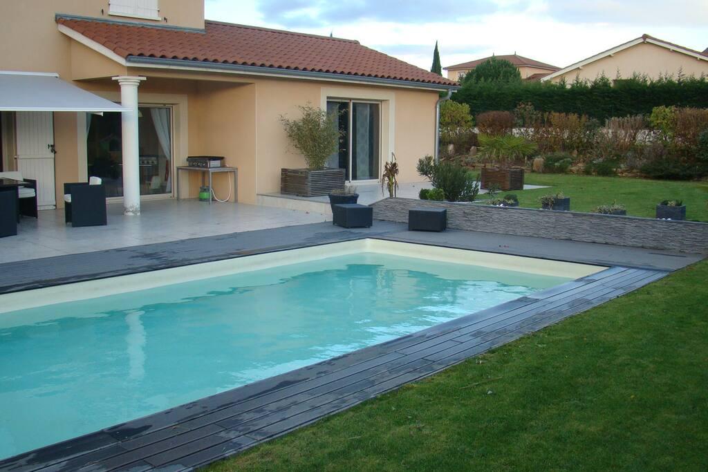 piscine sécurisée sur jardin privatif