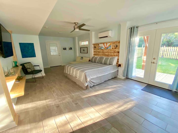 WALK to beach 1BR1BA downstairs studio near Duck