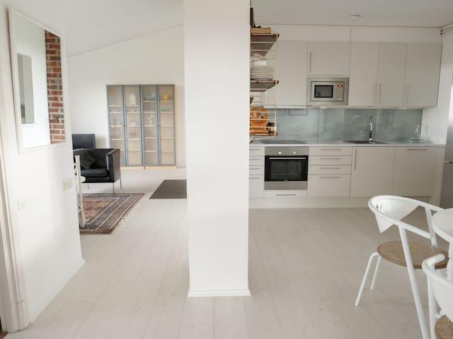 Fräsch 2 rum och kök i villa med egen uteplats
