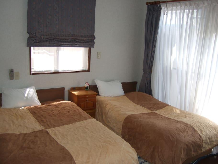 Queens bed 1 + single bed1