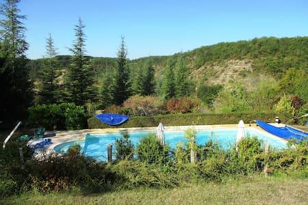 Gîtes 'Coeur de Lot' Calme, piscine privée et vue - Soucirac