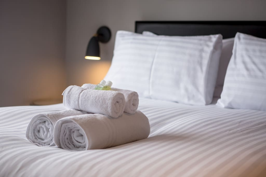 high quality hotel linen and towels. Pro cleanings
