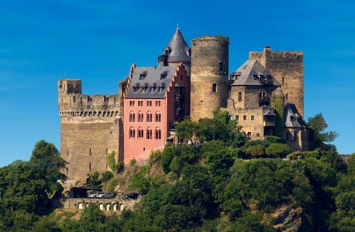 Sieben Jungfrauen Suit in der 1000 -jährigen Burg