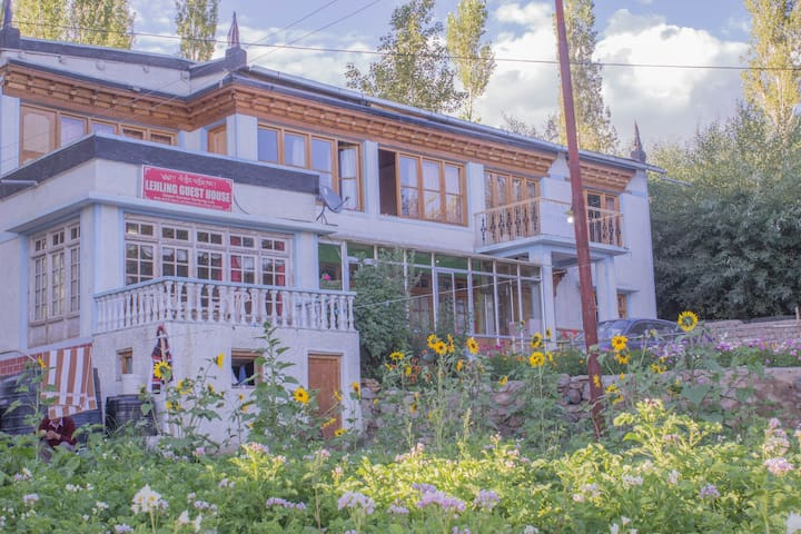 Lehling Guest House, Standard Room (sharred bath) - Leh - Leilighet