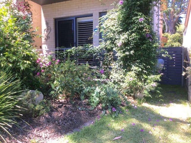 BE by the Bay ~ Garden Apartment - Vincentia - Wohnung