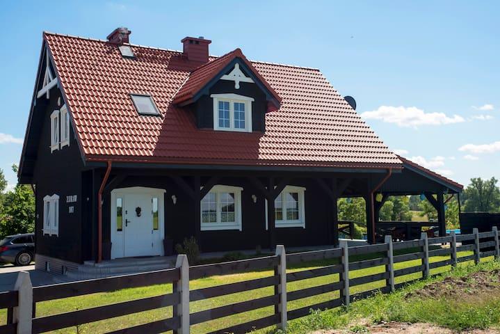 Dom całoroczny Żuraw