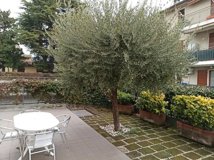 affitto centro Bardolino appartamento con giardino