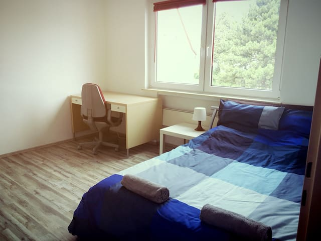Gemütliches und helles Zimmer - 11 Minuten zum Hbf