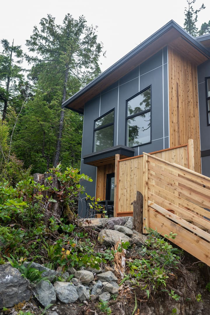 The Sitka Suite - Nestled in the heart of Ucluelet