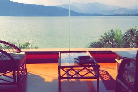 3 BedRs,pool, 2 jacuxzi  LakeHouse in Amatitlan! - Villa Canales
