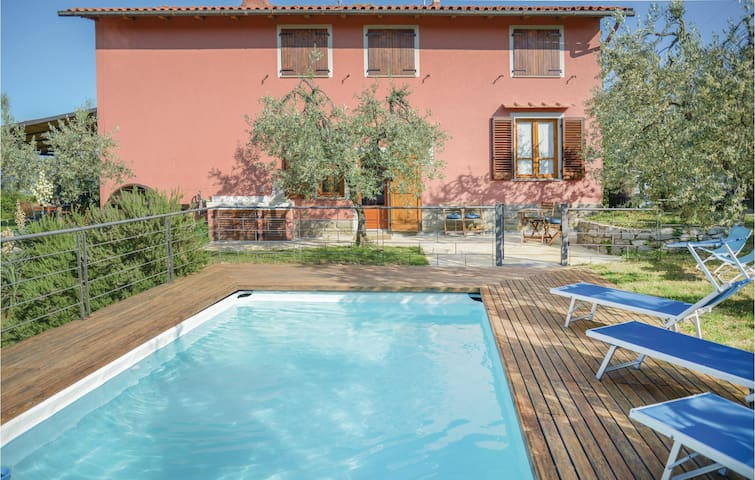 Holiday cottage with 2 bedrooms on 90 m² in Montevarchi AR