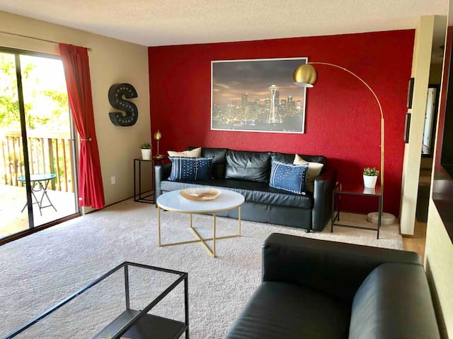 Seattle Home: Nearby - Downtown/SeaTac with Car