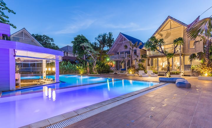 SEMINYAK BEACH HUT, LARGE POOL,50 Mtr TO THE BEACH
