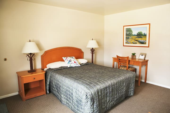 Bear Lake Motor Lodge Room #2